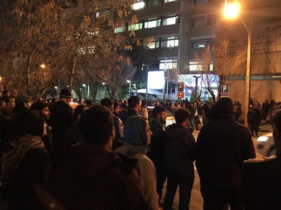 عکس ، تجمع هواداران استاد شجریان مقابل بیمارستان جم ، همسر استاد و رئیس بیمارستان به مردم نگران چه گفتند؟